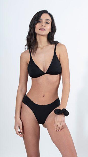 bikini set σε μαύρο χρώμα, τοπ με δεσιμο πίσω και αποσπώμενα cups, σλιπ με σχέδιο στο πλαι