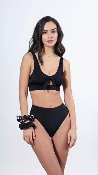 bikini set σε μαύρο χρώμα, τοπ με δεσιμο μπροστά και ανοιγμα, σλιπ με μπάσκα